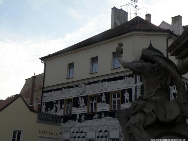 MIkulov, povijesni trg, pil sv. Trojstva, viteška kuća