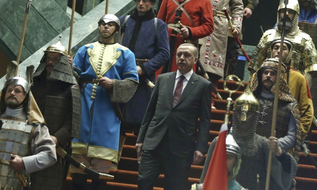 """Turski predsjednik sa svojim """"povijesnim postrojbama"""" ."""