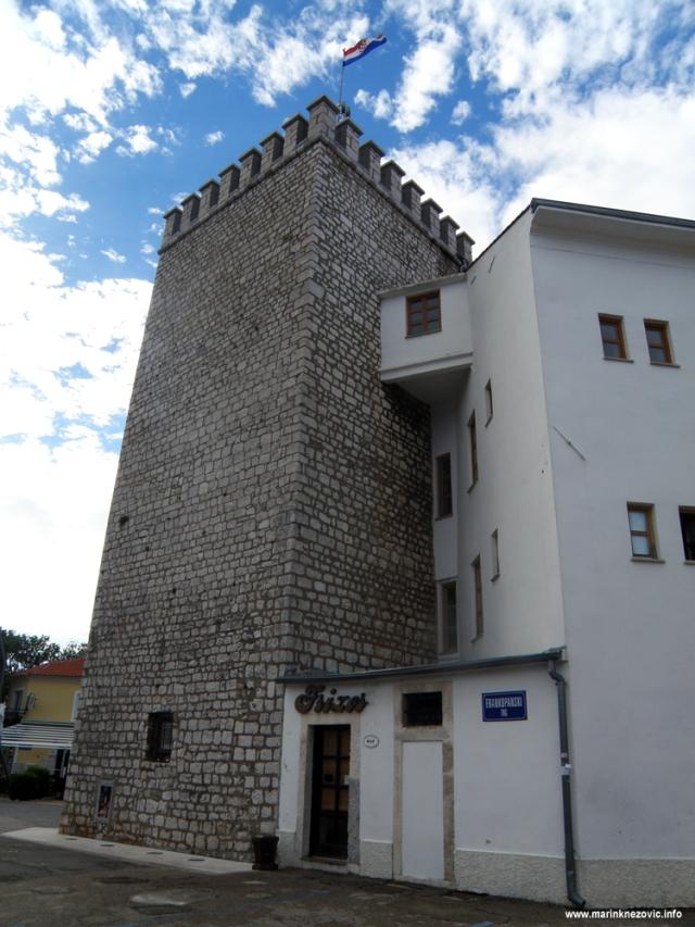 Novi Vinodolski, Frankopanski kaštel