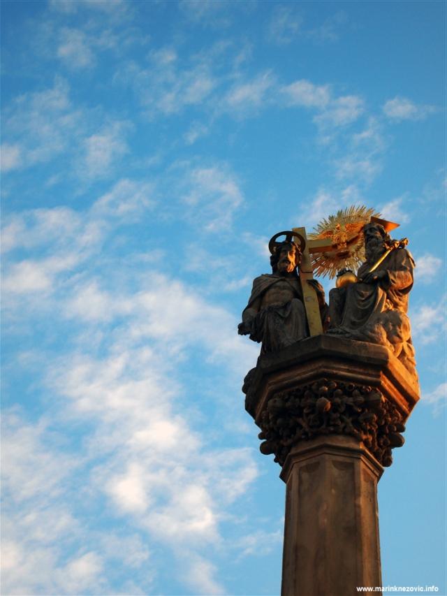 Sambotel, Szombathely, stup sv. Trijstva
