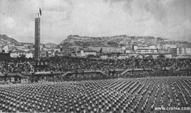 Slet na stadionu u Ankari. Pojedine azijske zemlje svojevoljno preuzimaju europske ideologije i vrijednosti. Ovo posebno vrijedi za Atatürkovu Tursku. Na slici je prikaz slet mladeži na stadionu u Ankari, Europi dobro poznati spoj nacionalizma i sporta.