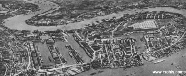 Londonska luka. Srce britanskog imperija je londonska luka koja veže maticu s njenim ogromnim kolonijalnim carstvom. Upravo će veliki dokovi na Thamesi postati glavna meta njemačke avijacije tijekom 2. sv. r.