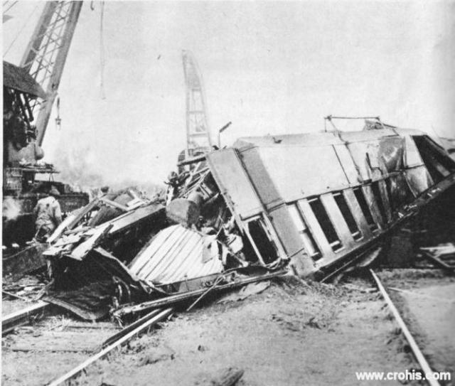 Željeznička nesreća kod Nantesa. Napredak tehnologije ne donosi samo poboljšanja u ljudske živote nego otvara vrata i do sada neviđenim nesrećama i katastrofama kao što je ova željeznička nesreća kod Nantesa.