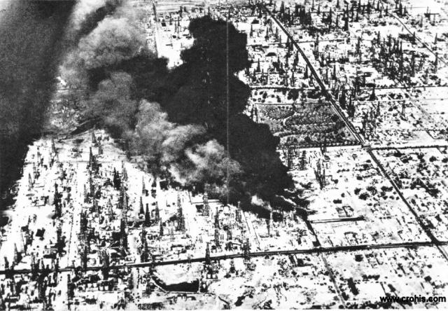 Požar izvora nafte u Kaliforniji. 30-tih godina nafta i njezini derivati postaju sve važnije pogonsko gorivo kao i sirovina u ostalim industrijama. Intenzivno iskorištavanje naftnih polja nosi sa sobom rizik od eksplozija i požara. Jedna od njih je bila i ova u Long Beachu u Kaliforniji.