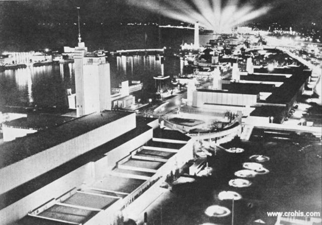 Svjetska izložba u Chicagu. Početkom 30-tih svijet još uvijek pogađa velika ekonomska kriza. Usprkos tome pojavljuju se i prvi znaci vjere u skori oporavak. Novac se ne štedi na demonstracijama nacionalne ekonomske moći kao što je to bile svjetska izložba u Chicagu.