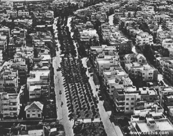 Novi grad u Tel Avivu. Uspješnim se pokazalo naseljavanje Židova (pretežno europskog podrijetla) u Palestini već u razdoblju između dva svjetska rata. Simbol tog uspjeha je po zapadnom uzoru izgrađen Tel Aviv. Usprkos službenom antisemitizmu fašističke Italije ova je slika ipak našla mjesto u atlasu.