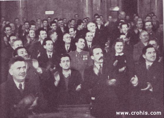 """Proglašenje republike 1945. 29. 11. 1945., točno dvije godine od zasjedanja AVNOJ-a u Jajcu, završen je proces raskida s građanskom, monarhističkom Jugoslavijom. Uspostavljena je socijalistička (""""narodna"""") i federativna republika."""