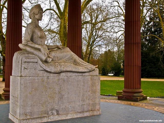 Elizabetin izvor - kip božice Hygie u kružnom hramu.