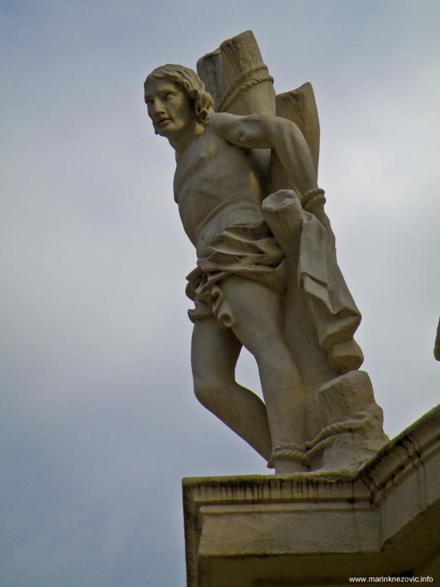 Sv. Sebastijan na pilu sv. Trojstva